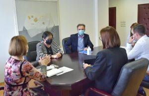 """Средба на министерката за труд и социјална политика, Јагода Шахпаска со претставници на Здружението на граѓани за третман на лицата со аутизам """"Во мојот свет"""""""